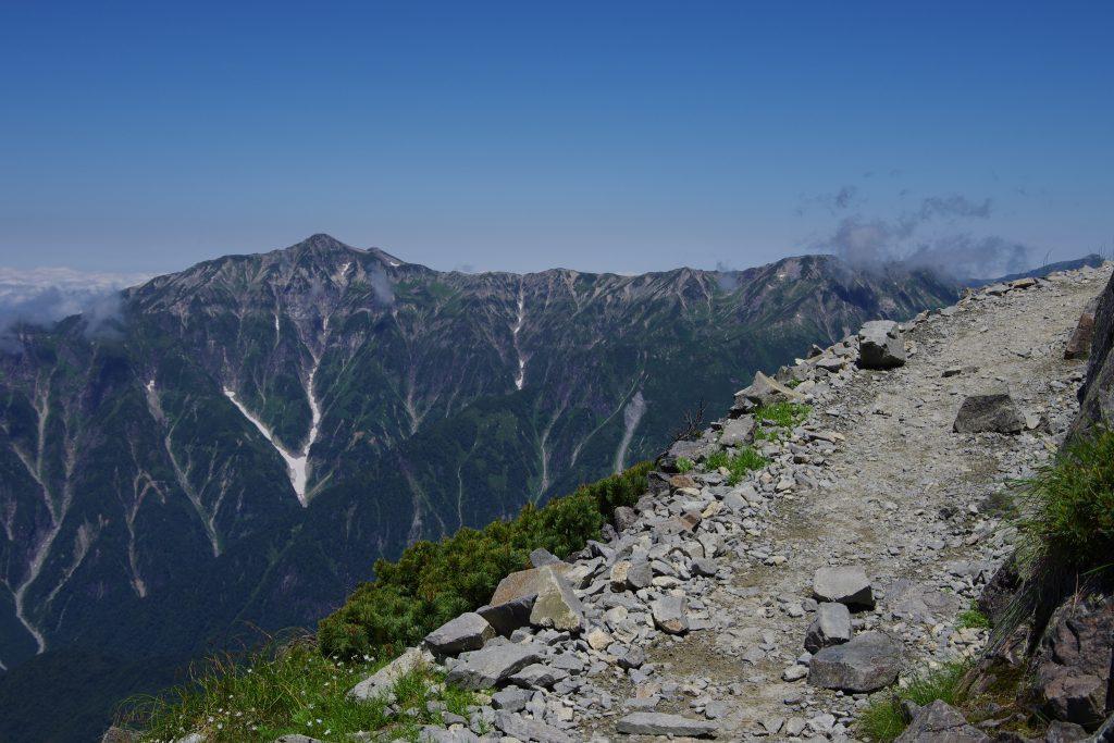 笠ヶ岳を望む天空の散歩道