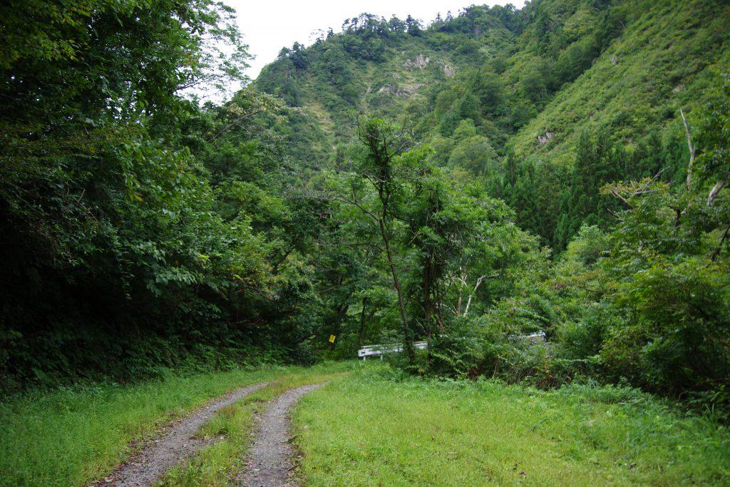 飯豊山 権内尾根への林道