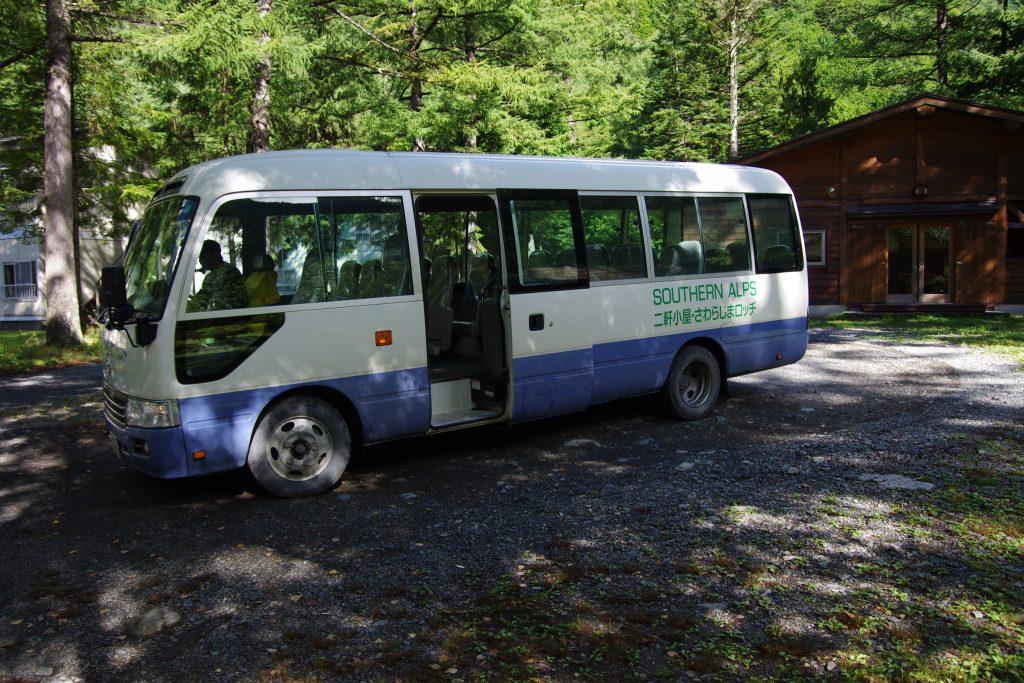 椹島ロッジ 特殊東海フォレスト送迎バス